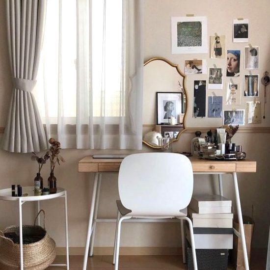 白い壁にお気に入りのインテリアを飾ろう。お部屋も暮らしも彩るディスプレイ実例